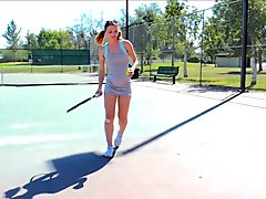 Preciosa anglosajona tennis racket insertion peeing pissing